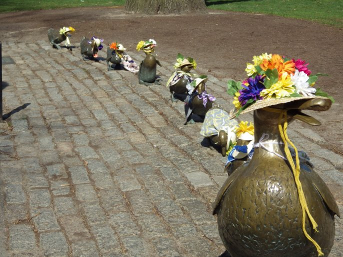 Mrs. Mallard and her ducklings, Make Way for Ducklings Statue, Boston Public Gardens